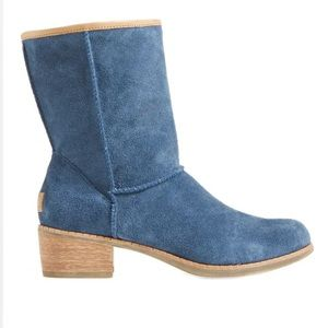 UGG Cyrindra Blue Suede Boots Unlined Low Heel 9